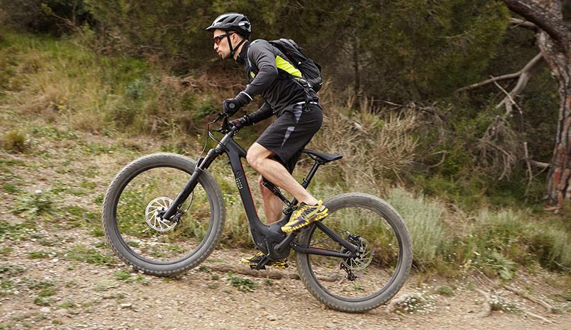 Hjälper eller stjälper elektriska mountainbikes?