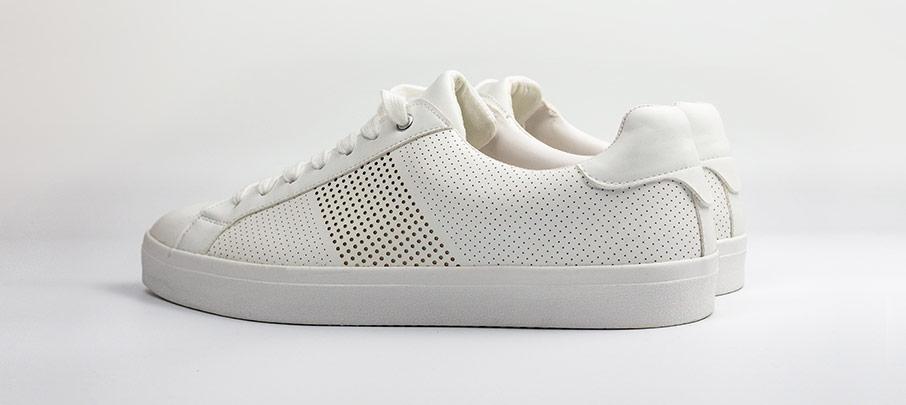 På jakt efter nya adidas skor?